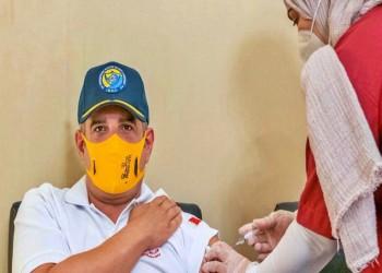 ولي العهد البحريني يتطوع في تجارب لقاح كورونا