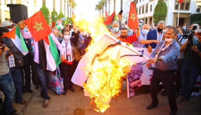 أحرقت العلم الإسرائيلي.. وقفة بالمغرب تندد بالتطبيع