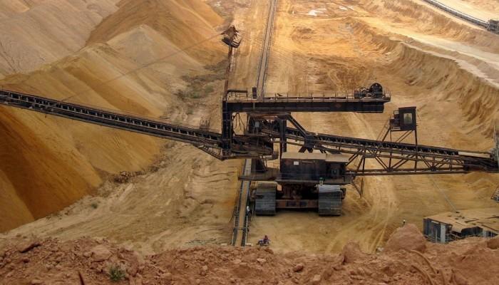 توقف إنتاج النفط والفوسفات يغرق اقتصاد تونس في الأزمات