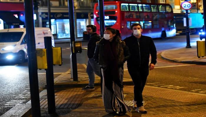 بريطانيا تعلن الوصول لنقطة حساسة بمواجهة كورونا.. وتحذيرات من تفش حرج