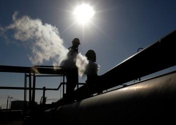 ستراتفور: حفتر يستخدم النفط لتعزيز انقسام حكومة الوفاق