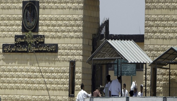 مصر.. وزير الداخلية وقادة بالجيش يتفقدون سجن طرة بعد مجزرة الهروب