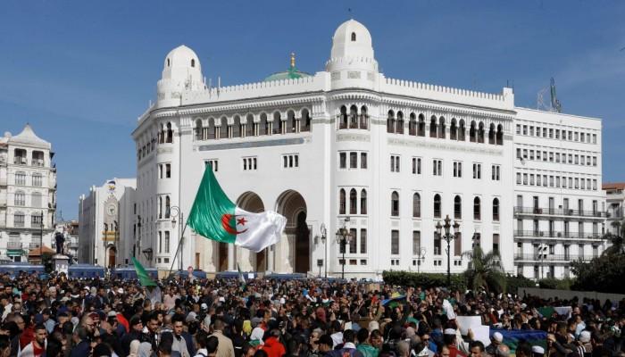 الجزائر.. عملية انتقالية مضطربة ومشروع دستور مثير للجدل