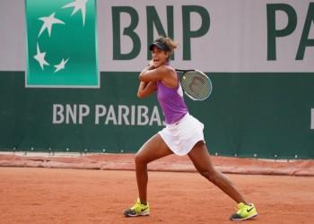 لاعبة التنس المصرية ميار شريف تسجل تاريخا برولان جاروس