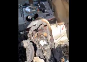 بطارية هاتف تحرق سيارة أمير سعودي (فيديو)
