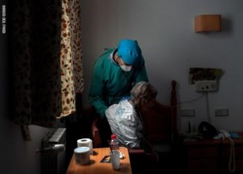 العفو الدولية تحمل الحكومة البريطانية مسؤولية مقتل آلاف المسنين بكورونا