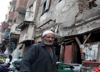 بروكينجز: السياسات المالية والاقتصادية لحكومة السيسي تفقر المصريين لصالح النخبة