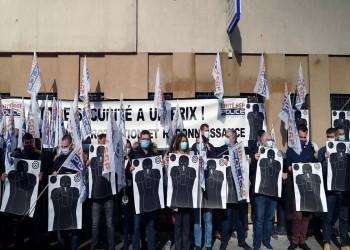 الشرطة الفرنسية تحتج وتطالب بالحماية بعد تعرض مخفر قرب باريس لهجوم