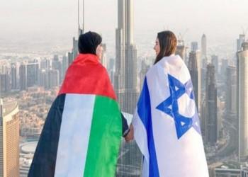 عبدالخالق عبدالله ينتقد صورة لفتاتين إماراتية وإسرائيلية في دبي