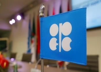 معركة وشيكة حول زيادة إنتاج النفط مع دخول موجة كورونا الثانية