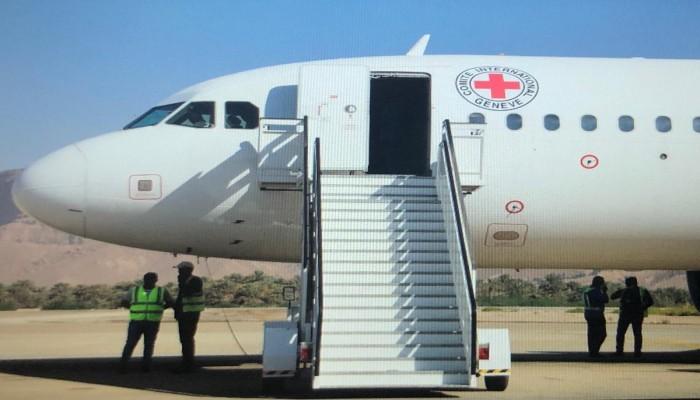 ضمن اتفاق لتبادل الأسرى.. 75 أسيرا من قوات التحالف يصلون لمطار عدن