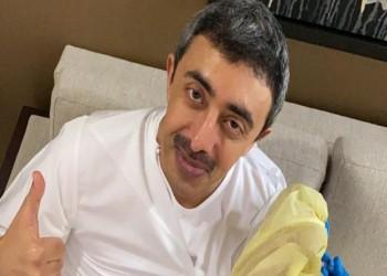 عبدالله بن زايد يتلقى لقاح كورونا: طريق عودة الحياة الطبيعية