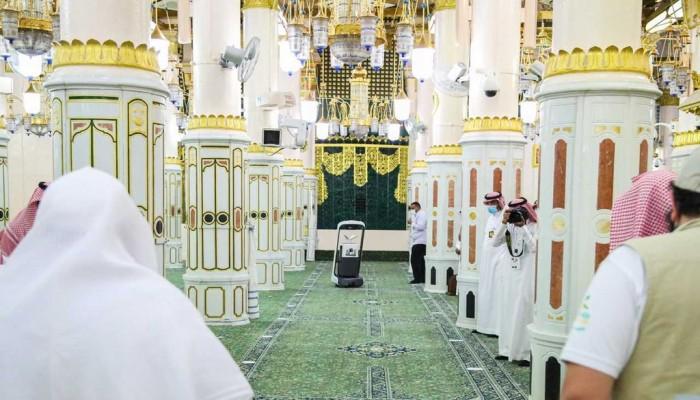 السعودية تفتح الروضة النبوية للمصلين بعد شهور من الإغلاق