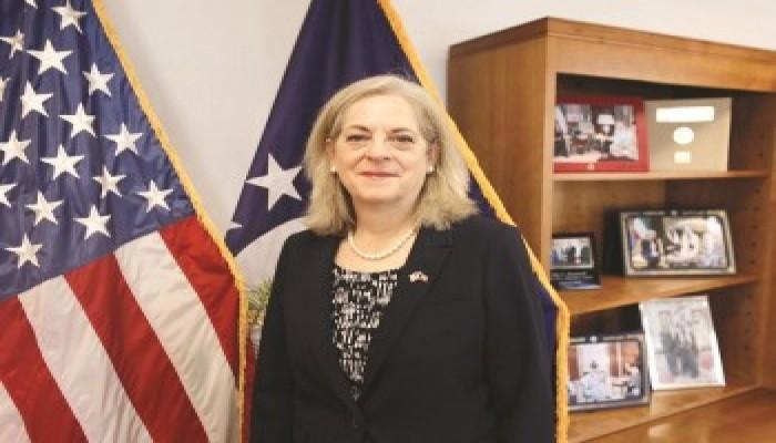 السفيرة الأمريكية: زودنا الكويت بأول سوبر هورنت مصنعة خصيصا لقواتها الجوية