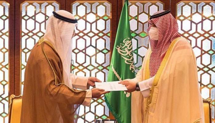أمير الكويت يبعث برسالة إلى العاهل السعودي