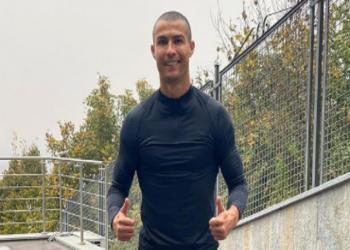 رونالدو يفاجئ متابعيه بإطلالة جديدة.. حلق شعره تماما (فيديو)
