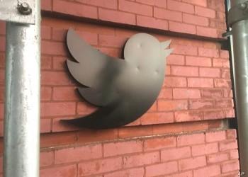 تويتر يوقف إعادة التغريدة حتى انتهاء الانتخابات الأمريكية