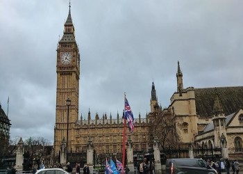 الدين العام لبريطانيا يقفز لأعلى مستوى منذ 6 عقود