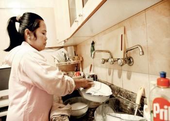 البحرين تقصر استقدام العمالة المنزلية على 3 جنسيات