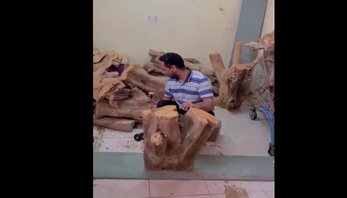 حطاب سعودي يثير تعاطفا واسعا.. هذه قصته