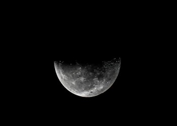واشنطن بوست: دراستان تؤكدان وجود ماء على سطح القمر
