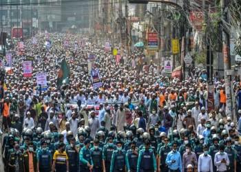 عشرات الآلاف في بنجلاديش يتظاهرون ضد فرنسا