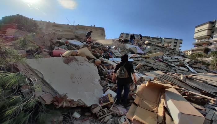 زلزال بقوة 6.6 درجات يضرب ولاية إزمير غربي تركيا ويخلف أضرارا