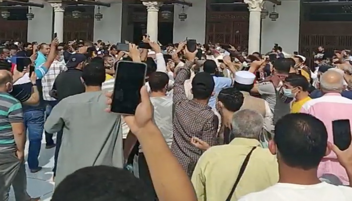 لأول مرة منذ الانقلاب.. مظاهرة بالجامع الأزهر نصرة للنبي (فيديو)