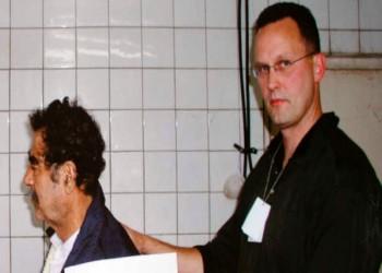 وفاة ضابط الإف بي آي الذي ألقى القبض على صدام حسين