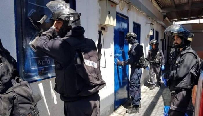 الاحتلال يغلق معتقل جلبوع بالكامل بسبب كورونا