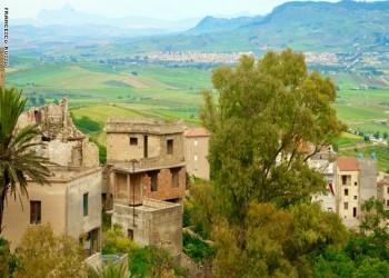 """بـ""""يورو واحد"""".. اشترى منزلا في إيطاليا"""