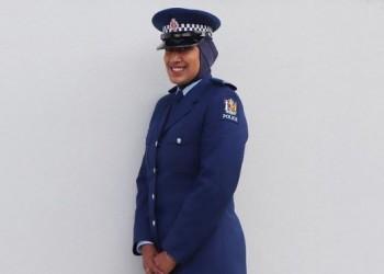 زينة.. أول شرطية في نيوزيلندا ترتدي الحجاب