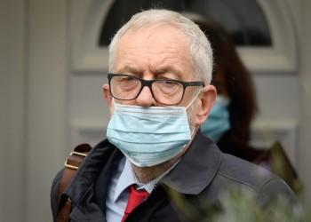 لعنة معاداة السامية.. العمال البريطاني يطرد كوربين من كتلته البرلمانية
