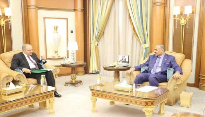 سفير مصر باليمن يبحث مع الانتقالي الجنوبي تطورات الأزمة