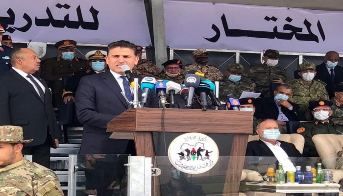 وزير الدفاع بحكومة الوفاق الليبية يستعرض دفعة عسكريين دربتهم تركيا