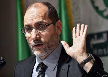 رئيس أكبر الأحزاب الإسلامية في الجزائر يهاجم ماكرون.. ما السبب؟
