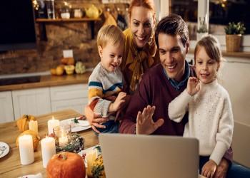 دراسة: ثلث الآباء يرون أن تجمعات العائلة في العطلة تستحق خطر كورونا