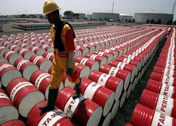 النفط يتراجع وسط مخاوف من زيادة المعروض