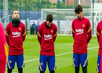 ميسي يبكي في تدريبات برشلونة متأثرا بوفاة مارادونا (فيديو)