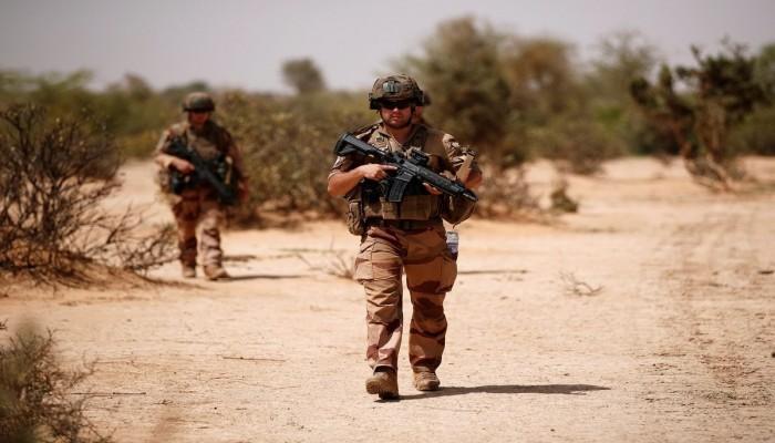 مسلحون يمطرون 3 قواعد عسكرية فرنسية في مالي بالصواريخ