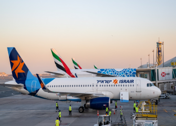 مطار دبي يستقبل أولى رحلات الطيران التجاري الإسرائيلية