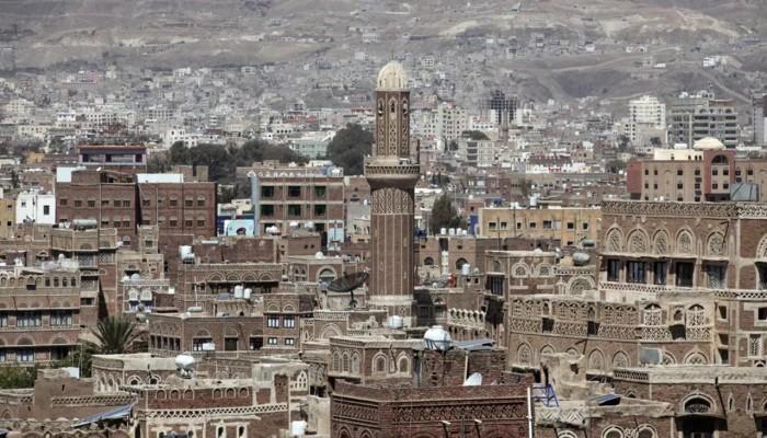 يمنيون في حضرموت ينددون باستمرار عمل الحكومة من الخارج وانهيار العملة المحلية
