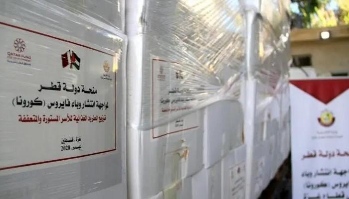قطر توزع آلاف الطرود الغذائية والصحية على الأسر المحتاجة بغزة