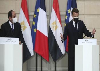 وسط غضب حقوقي فرنسي مصري.. ماكرون يمنح السيسي أرفع وسام (صور)