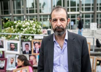لقاء الأنورين.. سوري عانى التعذيب بسجون الأسد يدعم محاكمة جلاده في ألمانيا