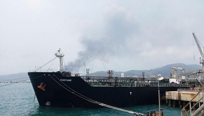 بعد تفجير سفينة جدة.. الحوثيون يعرضون على السعودية حماية موانئها