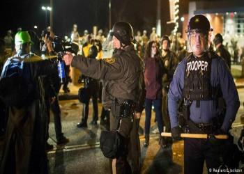 مقتل رجل أسود على يد شرطي أبيض يثير غضبا في أمريكا