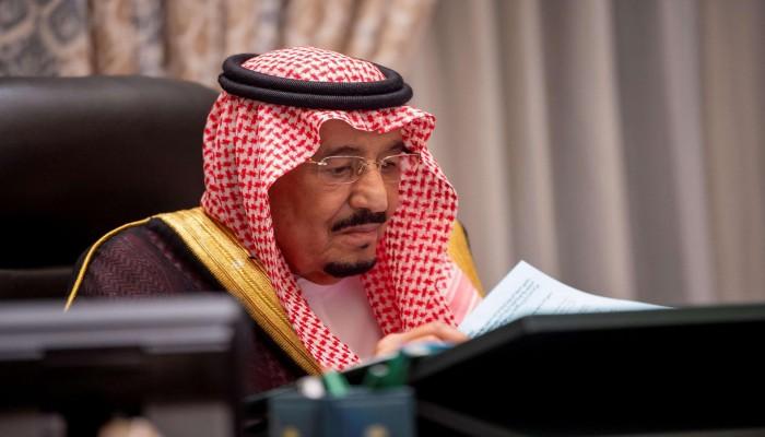 الملك سلمان يكلف الحجرف بدعوة قادة الخليج لقمة الرياض