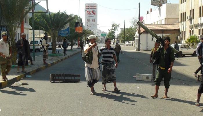 محافظ عدن يعلن عودة حكومة اليمن من الرياض خلال يومين