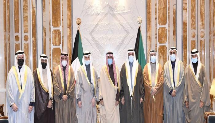 الشيخ نواف يدعو إلى التمسك بالدستور الكويتي وتطبيق القانون